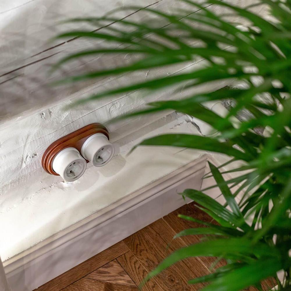 Розетка с заземлением Retro белая WL18-03-01 4690389100635